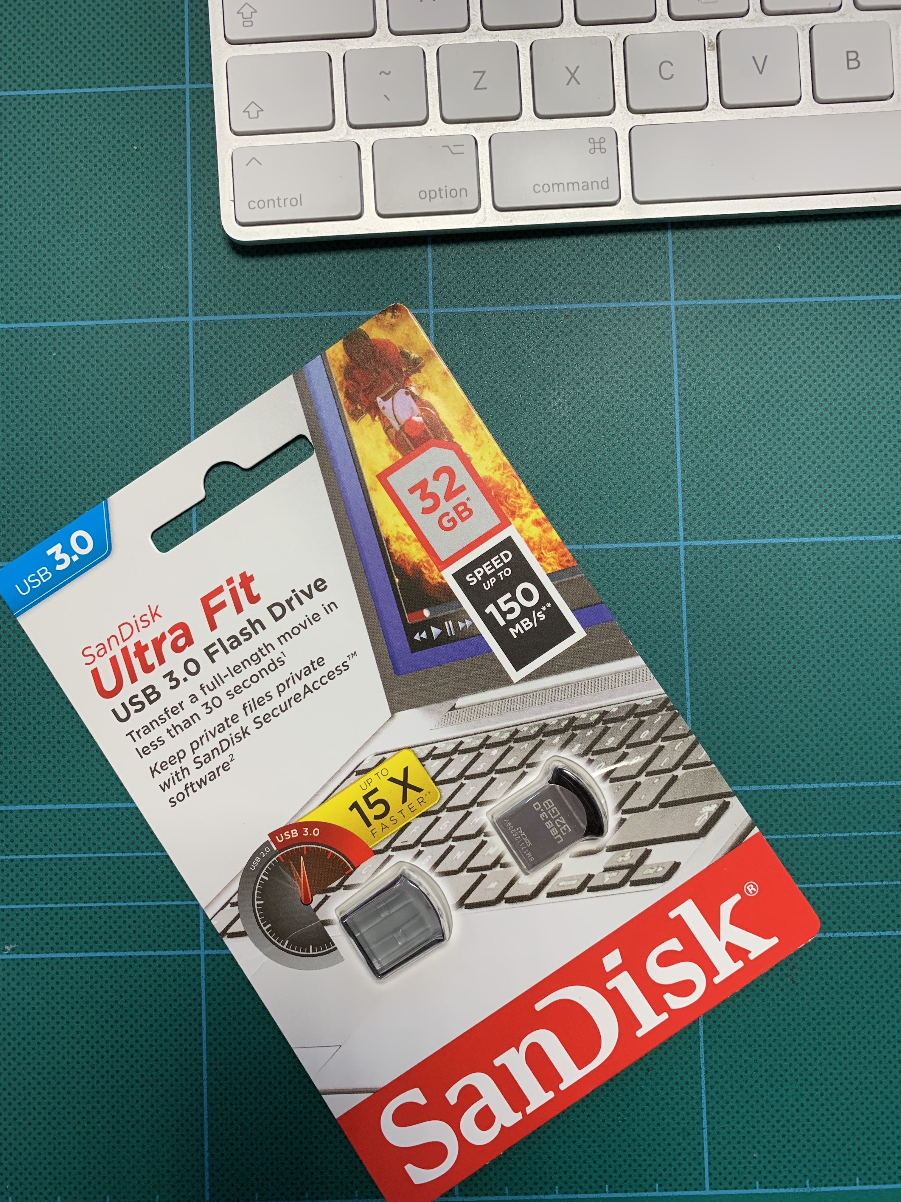 Tesla-USB-Stick-Dashcam - Gadget Geek Boy